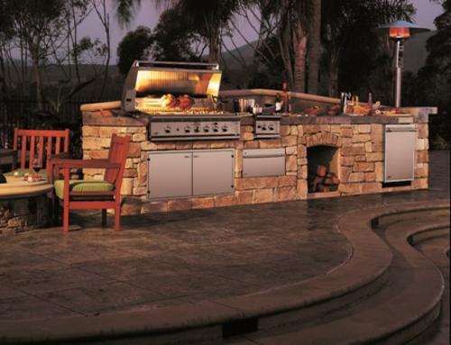 Küche mit Grill stein konstruktion holz