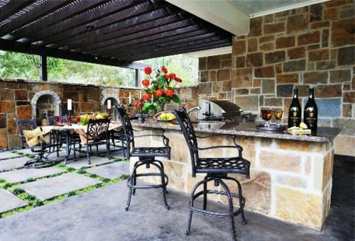 Outdoor Küche mit Grill stein wandgestaltung