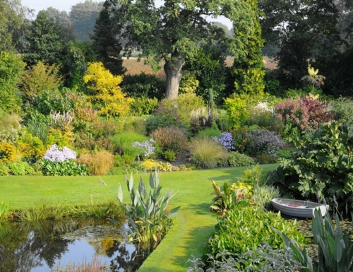 Prächtige Gartengestaltung eigenart charakter  grün frisch