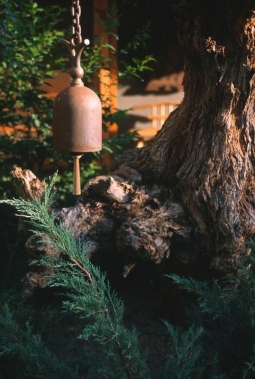 Prächtige Gartengestaltung gras vintage rustikal material