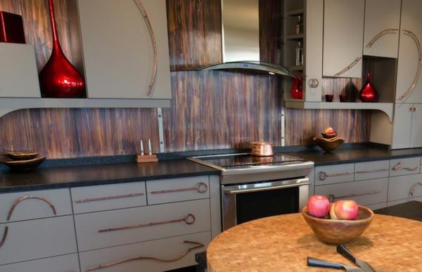 Schöne-Küchenrückwand-holz-muster-küchenschrank