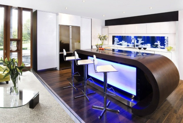 maßgefertigte Küchenrückwand indirekt beleuchtung dunkelblau