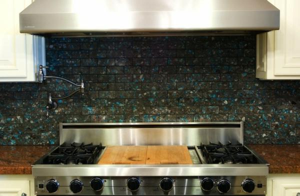 Schöne Küchenrückwand kochherd glänzend oberfläche