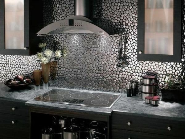 Schöne Küchenrückwand silbern bestandteile eingebaut