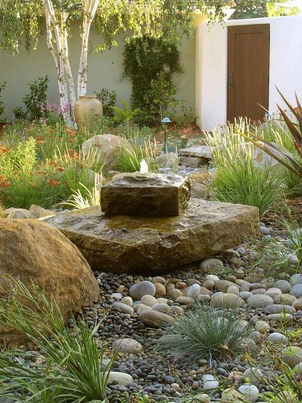 Landschaft im Garten brunneb gras pflanzen