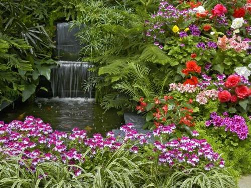 Garten elegant arrangiert sprungwasser kunstvoll