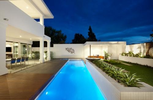 Schwimmbad Garten Pflanzen Gras Trennwand Beleuchtung