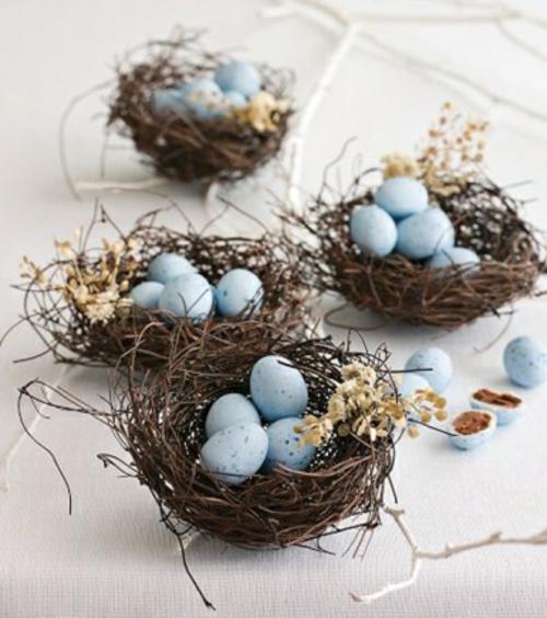Tischdeko zu Ostern eierschale blümchen blau wachteleier