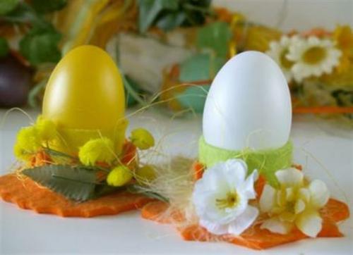 Tischdeko zu Ostern eierschale blümchen gelb weiß