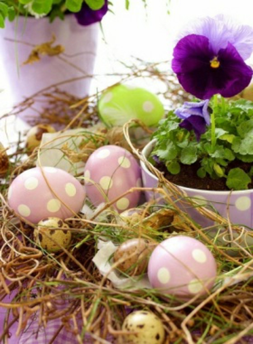 Tischdeko zu Ostern eierschale getupft rosa  weiß
