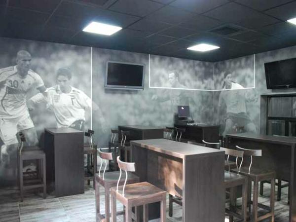 Wandgestaltung mit Fototapeten fußball thema bar