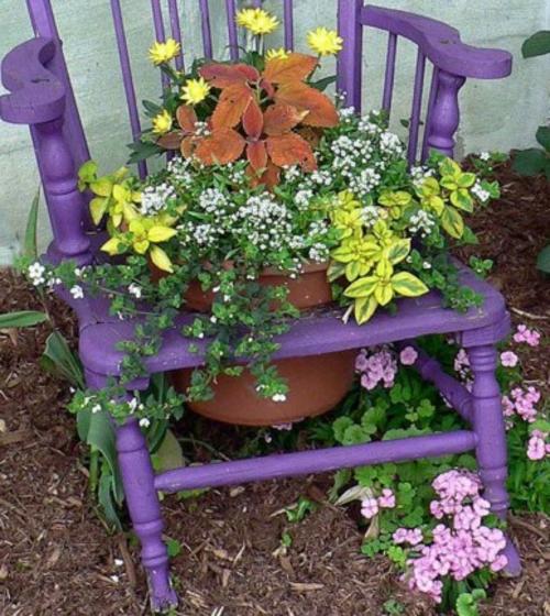 alte gegenstände lila stuhl pflanzenkübel