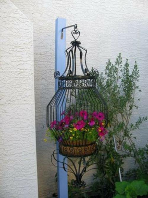 alte gegenstände metallener vogelkäfig