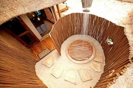 außendusche selber bauen bad im freien aus holzbalken rund
