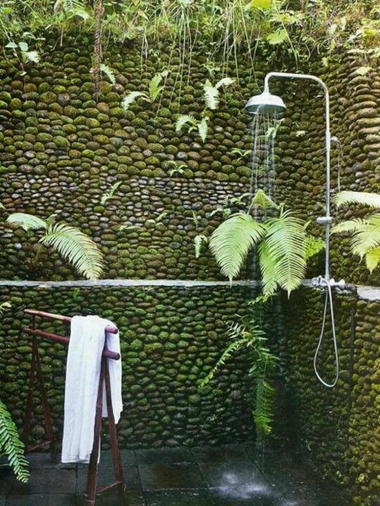 außendusche selber bauen bad im freien wand aus kieselsteinen