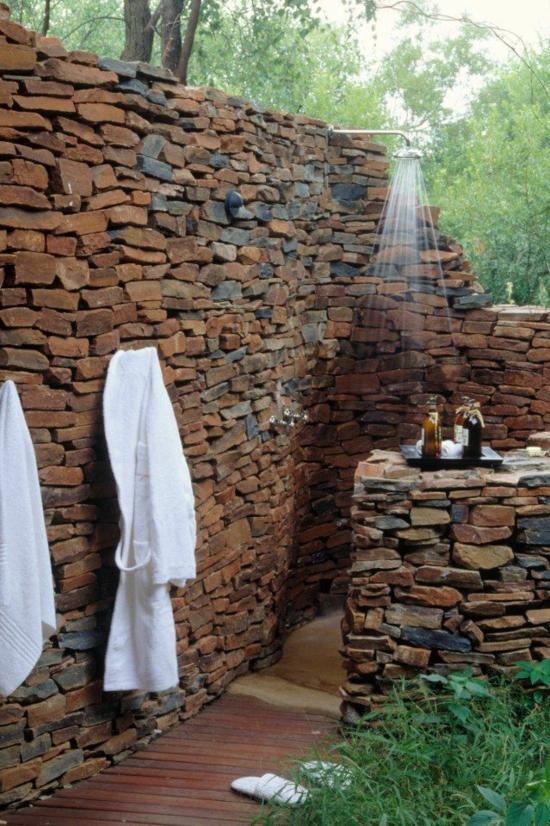 außendusche selber bauen steinwände baden im freien