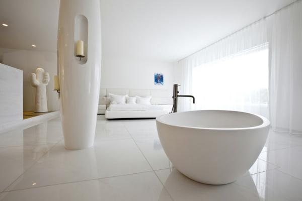Romantisches Design Mit Einer Badewanne Im Schlafzimmer | Badezimmer ...