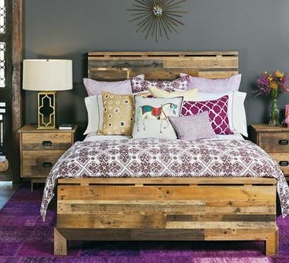 bett aus europaletten bauen 15 kreative und preiswerte. Black Bedroom Furniture Sets. Home Design Ideas