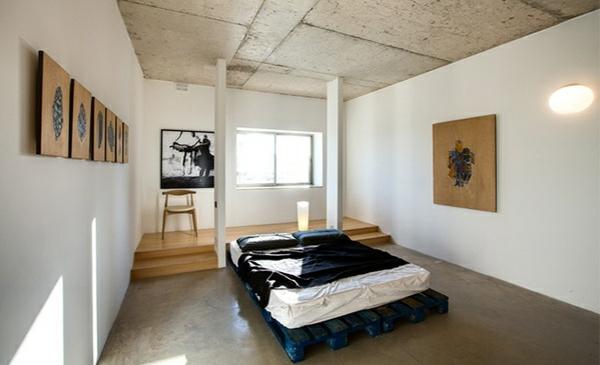 bett aus europaletten schlafzimmer künstlerisch palettenbett