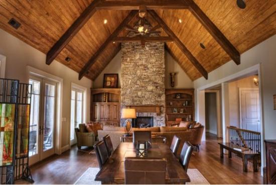 Innenarchitektur wohnzimmer holz  Alte Holzbalken und Steinwände garantieren eine warme Atmosphäre