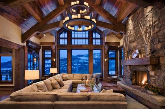 Wohnideen wohnzimmer steinwand  Alte Holzbalken und Steinwände garantieren eine warme Atmosphäre