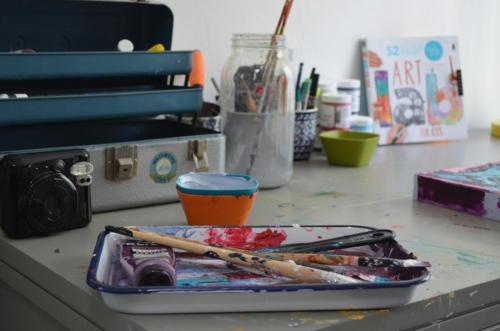 eklektisch eingerichtet home office atelier aufbewahrung design