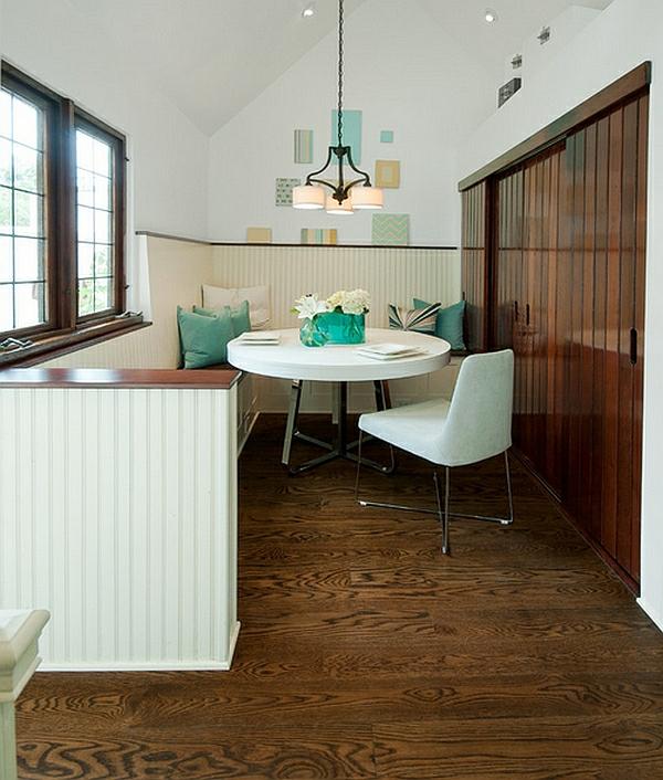 esszimmer esstisch mit stühlen eingebaut kleiderschrank türkis kissen