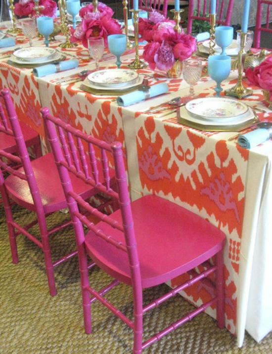 farbgestaltung und bunte wohnideen rosa pink tischdeko esstisch esszimmerstühle