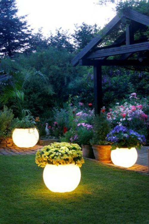 garten außenbeleuchtung tipps ideen außenleuchte leuchtende blumentöpfe