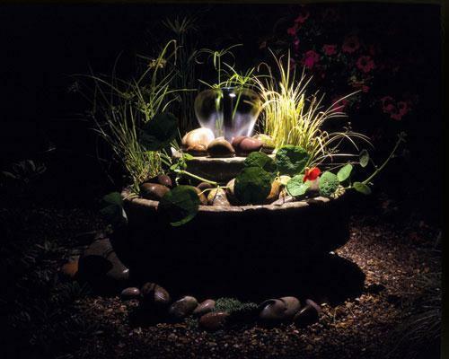 gartenbeleuchtung tipps ideen pflanzen garten fontäne unterwasserstrahler