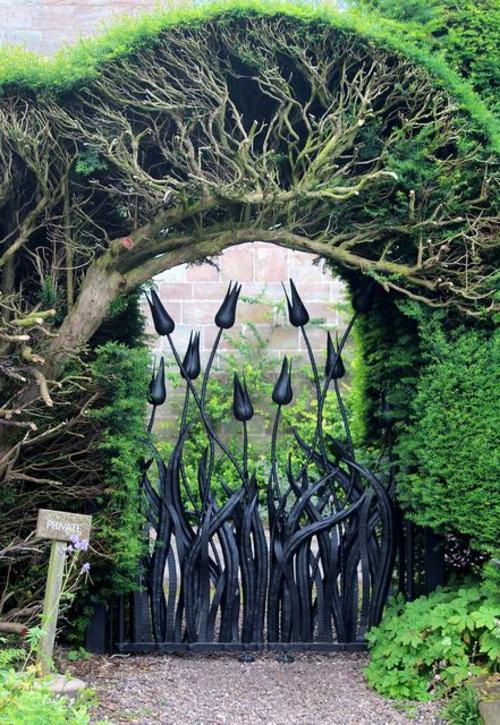 garten möbel ideen außenmöbel künstlerisch zaun blumen muster