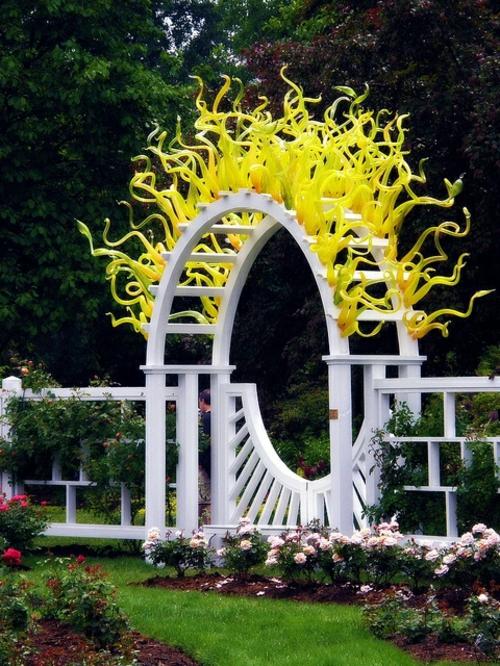 Gartenm bel ideen die einen hauch kunst in ihrem garten hinzuf gen - Gartentrampolin stiftung warentest ...