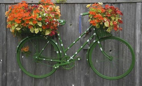 garten möbel ideen fahrrad künstlerisch blumen