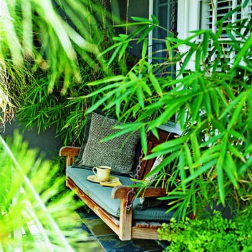 garten schaukel selber bauen holz kissen bambus