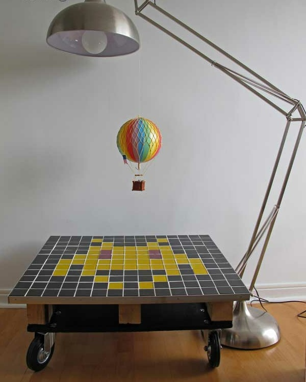 holz paletten möbel selbst basteln DIY ideen verspielt bodenlampe