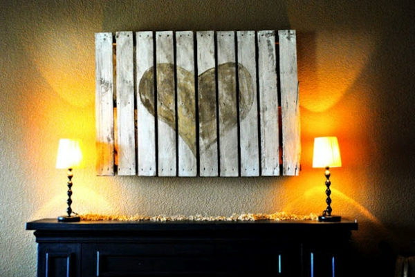 holz paletten möbel selbst basteln DIY ideen herzform