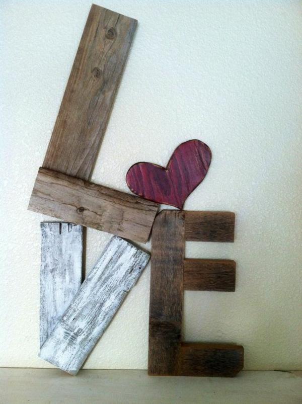 DIY Möbel aus Europaletten selbst basteln DIY ideen kunstvoll liebe valentinstag