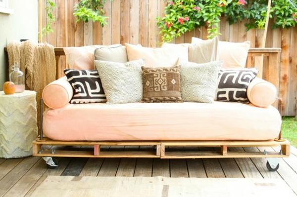 europaletten möbel selbst basteln DIY ideen sofa auflagen