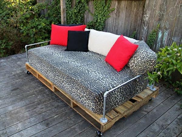 holz paletten möbel selbst basteln DIY ideen sofa kissen