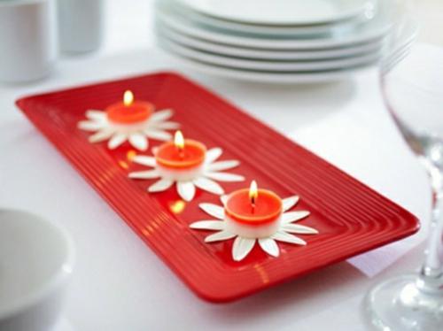 romantische ideen zum valentinstag kerzen romantik teelichter blumenblätter