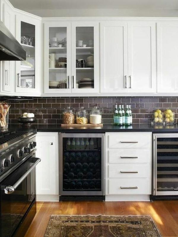 küchen arbeitsoberfläche flaschen gewürzbecher