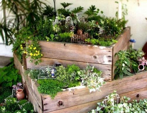 kreative dekoideen alte holzkisten pflanzenkübel