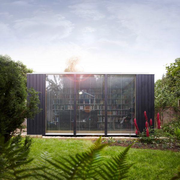 kubus gartenhaus bibliothek holz fenster natürliches licht