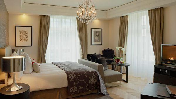 luxus hotelzimmer braunes bett