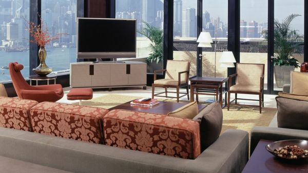 luxus hotelzimmer bunt dekoriert