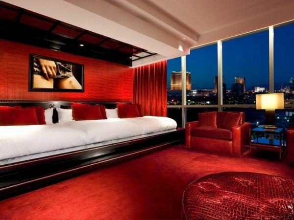 luxus hotelzimmer ledergurt