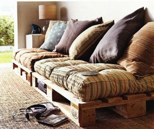 möbel aus paletten couch große deko kissen