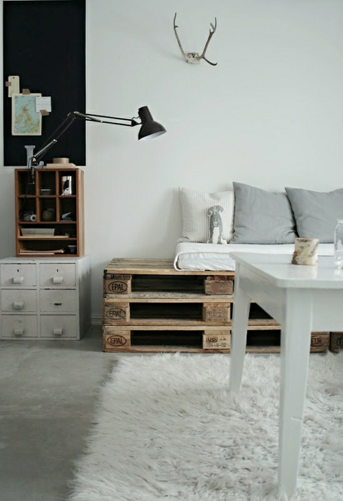 m bel aus paletten 33 wundersch ne kreative ideen f r. Black Bedroom Furniture Sets. Home Design Ideas