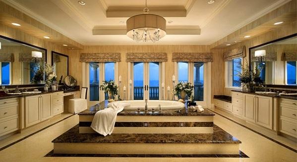 mediterrane Badezimmer badewanne kronleuchter