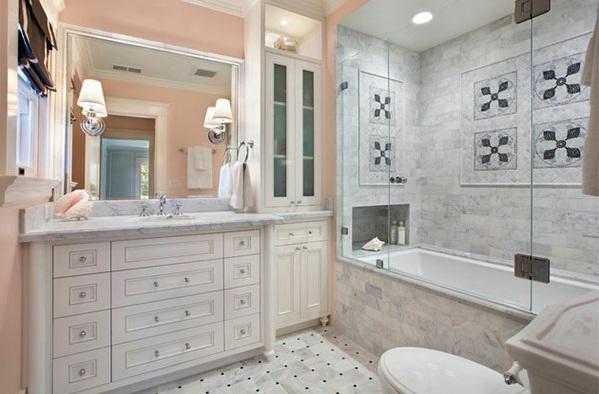 mediterrane Badezimmer badewanne waschbecken badetuch
